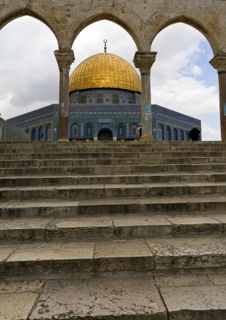 al aqsa: Dome of the Rock, a Muslim holy site atop the Temple Mount in Jerusalem, Israel