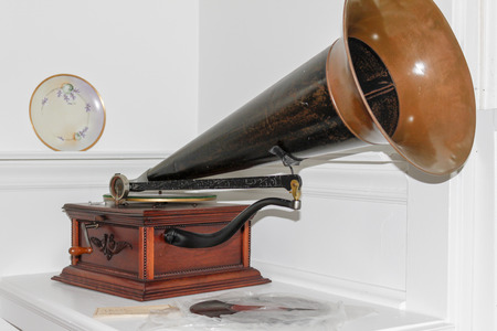 phonograph: Vintage crank style phonograph with records