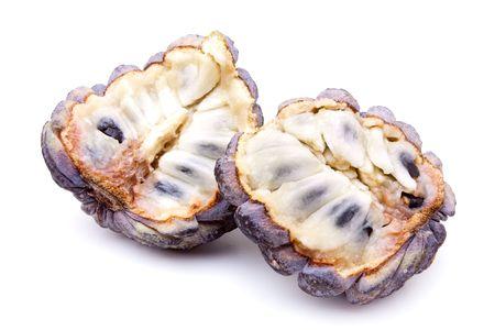 sweetsop: Mela di crema pasticcera esotico isolato su sfondo bianco.