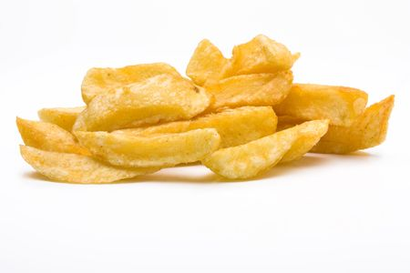 pomme de terre: English Chip shop chips isolated against white background.
