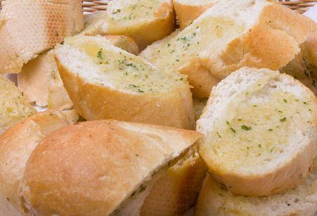 canasta de panes: Cesta de pan de ajo close up fondo  textura de la imagen. Foto de archivo