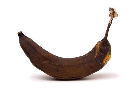 platano maduro: Brown sobre Ripe Banana aislados sobre fondo blanco.