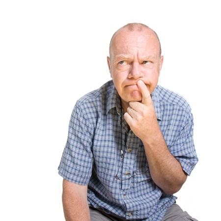 facial gestures: Expresiva anciano pensando aislados sobre fondo blanco.  Foto de archivo