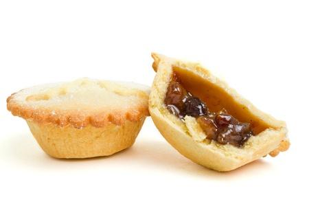 carne picada: Empanadas de picadillo dulces festivos desde la perspectiva de baja aislados en blanco.