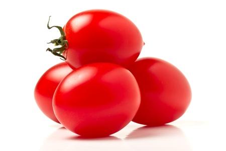 ciruela: Cerca de vibrantes tomates ciruela italianos desde la perspectiva de baja.