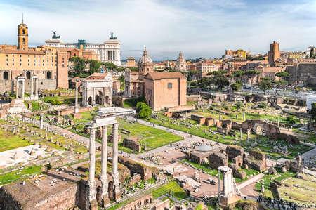 Rome / Italië - 2 mei 2015: Oude monumenten en archeologische overblijfselen van het Forum Romanum (Forum Romanum) hart van het oude Rome, Italië