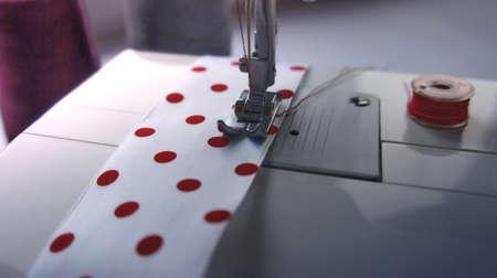 electric sewing machine with thread, bobbin and ribbon 免版税图像