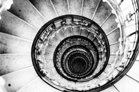 hypnotique: escaliers en colima�on former une spirale