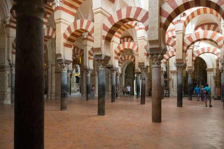 Cordoba, Spain-august 11, 2017: view of the columns inside the beautiful Mezquita of Cordoba 新闻类图片