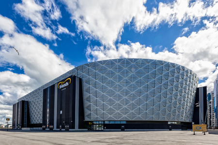 solna: Friends Arena, Swedens national stadium for football, is a retractable roof multi-purpose stadium located next to the lake Rstasjn in Solna, just north of Stockholm City Centre.