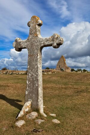 church ruins: The cross and the church ruins of Kapelludden, land, Sweden Stock Photo
