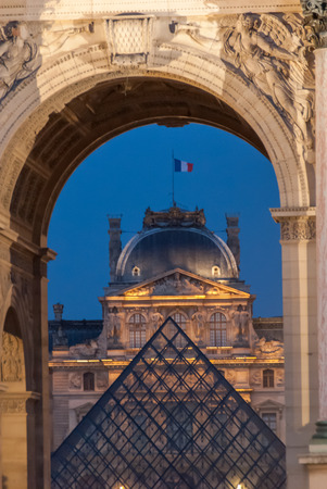 du: Arc de Triomphe du Carrousel & Louvre