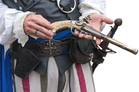 flint gun: Pirata que sostiene el actor 18th Century r�plica de pistola del fusil de chispa
