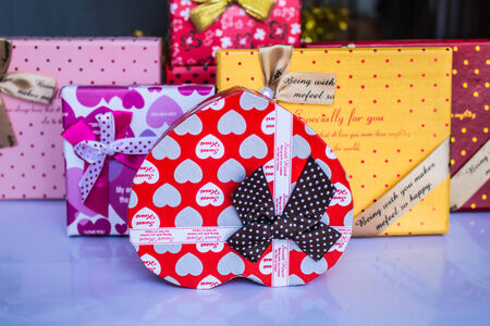 prepare: Prepare gifts by different colors of the season.