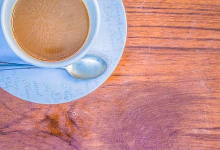 tarde de cafe: Tarde descanso para tomar caf� en la mesa Foto de archivo