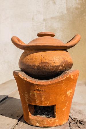 ollas de barro: Las ollas de barro y estufa de cocina