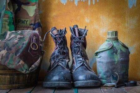 Equipment of soldiers on the old wooden floor. Standard-Bild