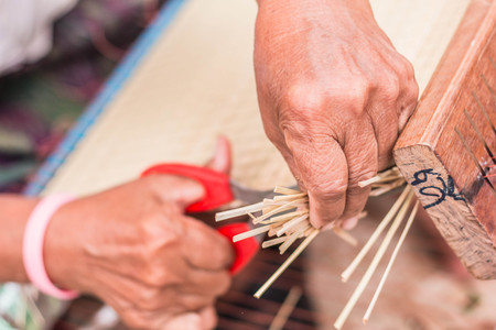 cutting edge: Hand of woven mats are cutting edge.