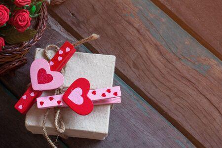 Heart-shaped czerwony i różowy na pudełko.