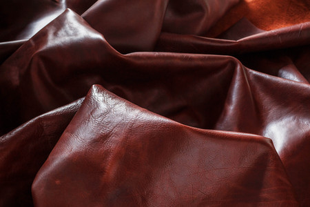 ruggedness: Genuine leather with ruggedness on the dark.