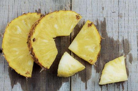 Pineapple cut of wet on a wooden background. Standard-Bild