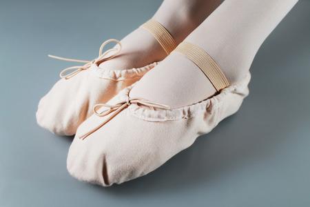 ballet slippers: Primer plano de una zapatillas de ballet