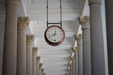 City clock in Mill colonnade. Karlovy Vary. Czech Republic. 免版税图像