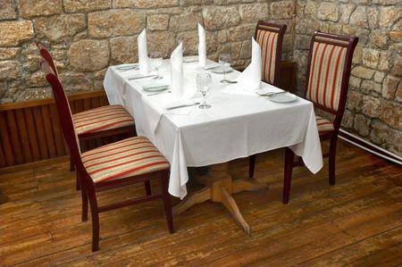 tabla servida del restaurante lista para los clientes Foto de archivo