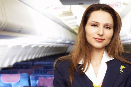 air hostess: h�tesse de l'air (h�tesse) dans la cabine vide avion de ligne  Banque d'images