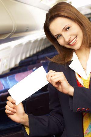 air hostess: H�tesse de l'air (h�tesse de l'air) dans le vide de l'avion avec cabine  Banque d'images