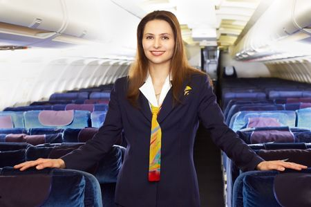 ventile a presentadora (azafata) en la cabina vac�a del avi�n de pasajeros