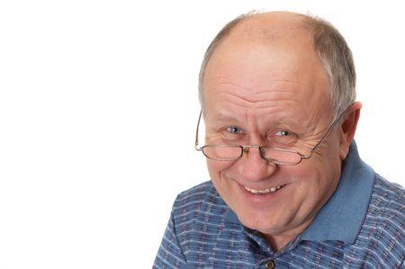 vecchiaia: Bald anziano uomo con una risata. Emotivo serie di ritratti. Isolato su bianco.