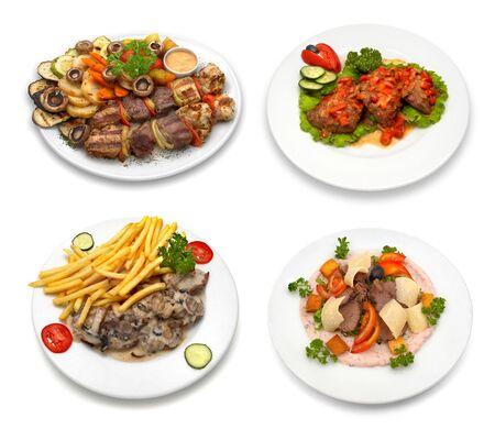 4 platos con el pollo, la ternera, la carne de cerdo y los veh�culos. Aislado en blanco. Esta imagen fue compuesta usando cuatro diversos tiros.
