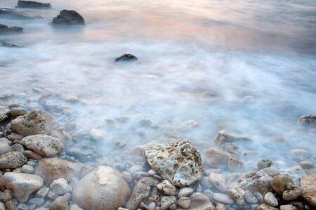 an exposition: marea del mare che assomiglia alla nebbia dovuta lesposizione lunga