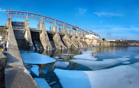 ice dam: Hydroelectric pumped storage power plant on Dniester river, near Dubasari, Moldova.
