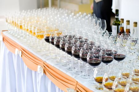banquet table: many wine glasses on the banquet table, selective focus, very shallow DOF