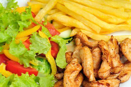 plato de comida saludable con ensalada, papas y carne de Foto de archivo - 5284807