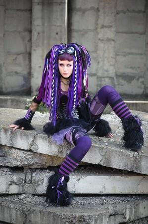 Cyber gotische meisje in de industriële omgeving  Stockfoto