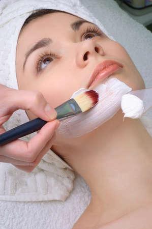 Beauty Salon Series. Gesichtsmaske anwenden