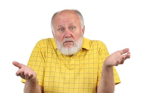 Senior Mann mit der Glatze in gelben T-Shirt fragen, was
