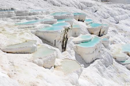 지금 파묵칼레, 터키 고대의 히 에라 폴리스, 푸른 청록색 물 석회화 풀 스톡 콘텐츠