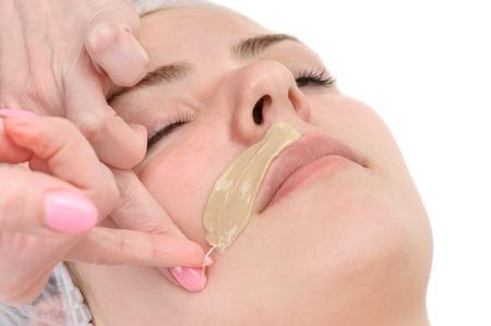 depilacion con cera: sal�n de belleza, depilaci�n bigote, tratamiento de la piel facial y cuidado Foto de archivo