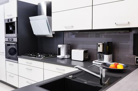estufa: Cocina moderna hi-tek, diseño interior limpio