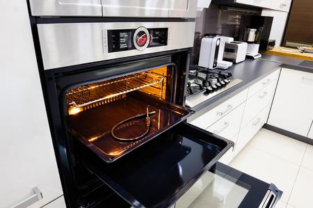 Modern hi-tek kitchen, oven with door open Standard-Bild