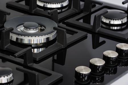Moderno nueva cocina a gas marca limpia con bandeja de cristal negro Foto de archivo