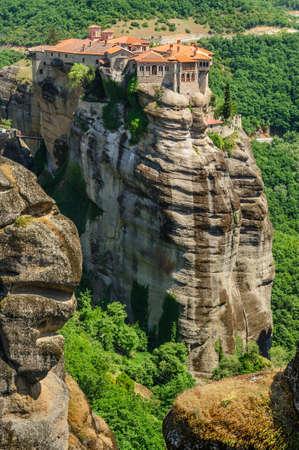 monasteri: L'agrifoglio monastero di Varlaam sulla cima della roccia, Meteora, Grecia