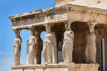 Six Caryatids or karyatides at Porch of the Erechtheion in Acropolis at Athens. Imagens