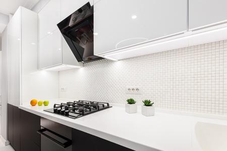 Moderna cocina blanca
