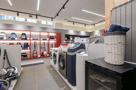 Intérieur de magasin d'électroménager haut de gamme