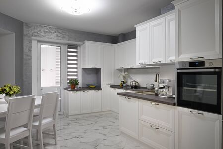 Simple and luxury modern white kitchen interior Stockfoto